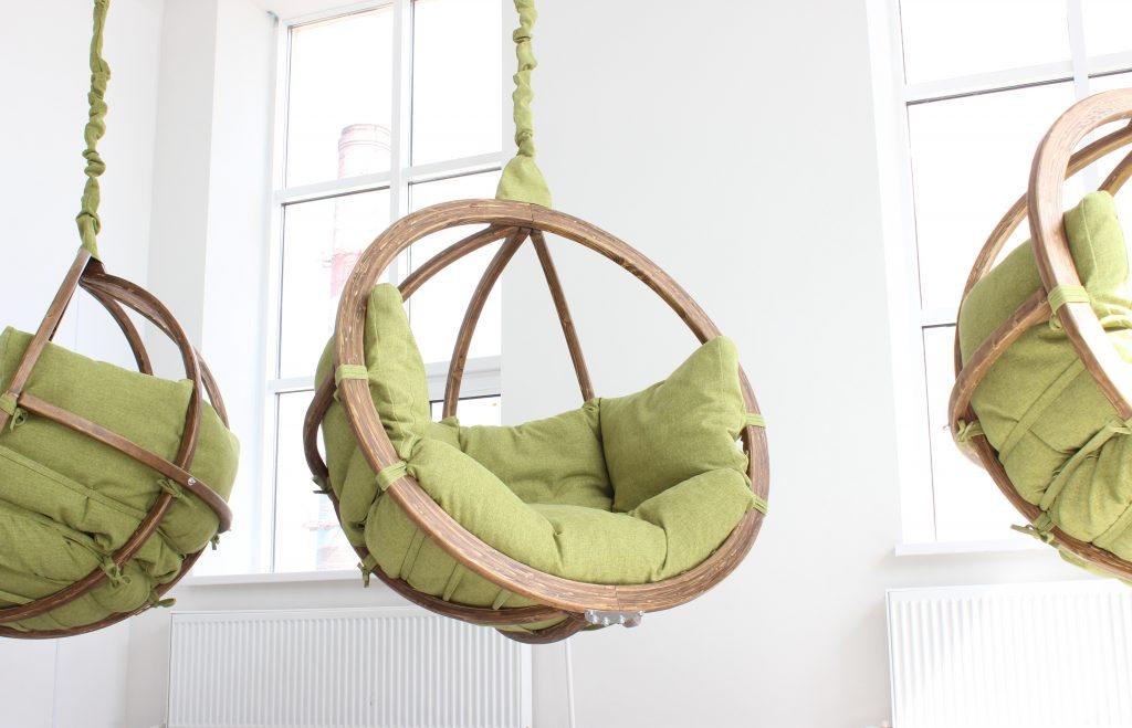 как крепить подвесное кресло к потолку